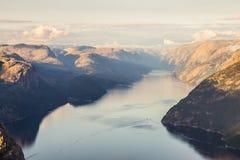 布道台或Prekestolen或者传教者` s讲坛或讲坛岩石,在Forsand, Ryfylke,挪威 免版税库存照片