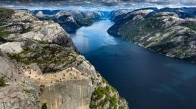 布道台-著名挪威讲坛岩石 免版税库存照片