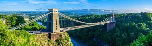 布里斯托尔在日落的吊桥全景  库存图片
