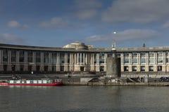 布里斯托尔,英国,2019年2月21日,修造在布里斯托尔中部的莱斯银行总部 库存照片