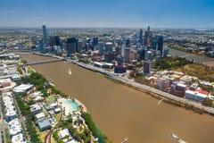 布里斯班河、城市和南银行,昆士兰的空中图象 免版税库存图片