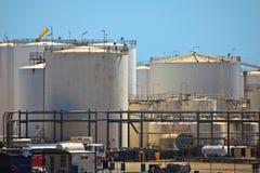 布里斯班港口石油储存箱 库存图片