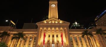 布里斯班, AUS - 2018年4月28日:布里斯班香港大会堂在晚上 免版税图库摄影