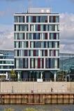 布里曼,德国- 2017年9月14日, -与江边边路的现代旅馆大厦 库存图片