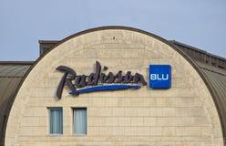 布里曼,德国- 2017年11月23日, -拉迪森蓝色旅馆山墙有公司商标的 库存照片