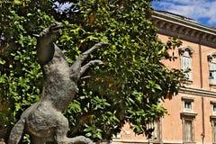 布雷拉美术学院在米兰 铜雕塑Aligi萨苏 库存照片