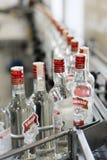 布雷斯特槽坊 与瓶的传动机伏特加酒 免版税图库摄影