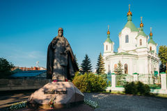 布雷斯特,白俄罗斯 在西梅昂` s修行的人大教堂教会附近的纪念碑 免版税库存图片