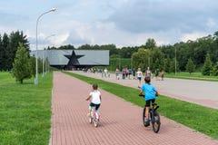 布雷斯特,白俄罗斯- 2018年7月28日:对堡垒的正门 纪念复杂'布雷斯特堡垒英雄' 免版税库存图片