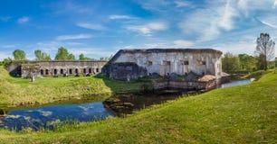 布雷斯特,白俄罗斯- 2015年5月12日:布雷斯特堡垒第五个堡垒  并且水护城河 在1878年被修造了 免版税库存照片