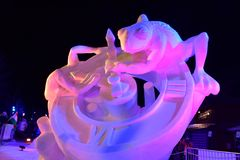 布雷肯里奇,科罗拉多,美国:2018年1月28日:时间由队蒙古的雪雕在晚上 免版税图库摄影
