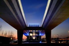 布雷西亚,意大利- 2016年2月13日:位于圣马球郊区的布雷西亚市都市地铁系统的一个高的驻地 免版税库存照片