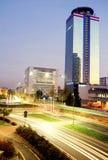 布雷西亚,意大利- 2015年11月7日:在黄昏的都市风景与UBI银行大楼和水晶宫,最高的摩天大楼  免版税图库摄影