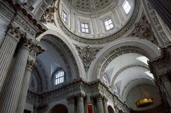 布雷西亚,意大利- 2016年11月7日:覆以圆顶布雷西亚,意大利大教堂的内部  库存图片
