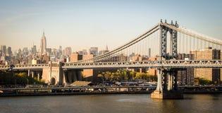 布鲁克林大桥和帝国大厦在纽约 图库摄影