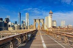 布鲁克林大桥在哈得逊河的曼哈顿 城市纽约 免版税库存图片