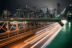 布鲁克林大桥在夜之前 库存图片