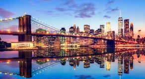 布鲁克林大桥在日落的纽约 图库摄影