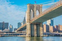 布鲁克林大桥在明亮的纽约 免版税库存照片