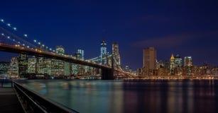 布鲁克林大桥在晚上 免版税图库摄影