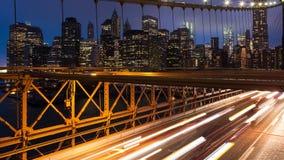 布鲁克林大桥汽车通行光timelapse -纽约-美国 股票录像