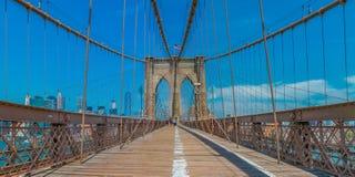 布鲁克林大桥的全景在纽约NY 库存照片