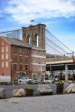 布鲁克林大桥看法在户外外部之外的在NYC新的Yor 库存照片