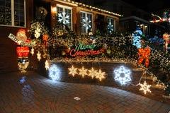 布鲁克林,纽约- 2017年12月20日- Dyker高度圣诞灯在假日装饰为 库存照片