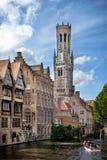 布鲁基中世纪历史的市 布鲁基街道和历史的中心、运河和大厦 比利时 图库摄影