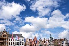 布鲁基中世纪历史的市 布鲁基街道和历史的中心、运河和大厦 比利时 免版税库存图片
