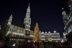 布鲁塞尔、比利时- 2016年12月05日-圣诞节声音和光在布鲁塞尔大广场显示 库存照片