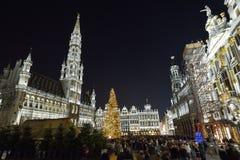 布鲁塞尔、比利时- 2016年12月05日-圣诞节声音和光在布鲁塞尔大广场显示 图库摄影