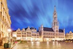 布鲁塞尔大广场的夜场面,重点布鲁塞尔 免版税库存照片