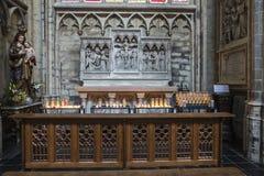 布鲁塞尔大教堂的内部在布鲁塞尔,比利时 库存图片