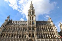 布鲁塞尔市的城镇厅是从中世纪的一个哥特式大厦 库存照片