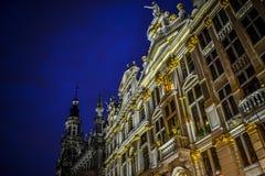 布鲁塞尔盛大地方在夜之前 免版税库存图片
