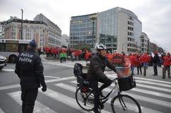 布鲁塞尔,比利时,反对维护秩序的警察的欧洲政策的示范在市中心 2013年12月 免版税库存图片
