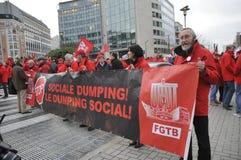 布鲁塞尔,比利时,反对维护秩序的警察的欧洲政策的示范在市中心 2013年12月 免版税库存照片