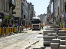 布鲁塞尔,比利时- 2018年7月10日:道路复原在Chausse d `伊克塞尔运作在伊克塞尔,布鲁塞尔 免版税图库摄影