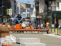 布鲁塞尔,比利时- 2018年7月10日:道路复原在Chausse d `伊克塞尔运作在伊克塞尔,布鲁塞尔 免版税库存图片