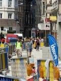 布鲁塞尔,比利时- 2018年7月10日:道路复原在Chausse d `伊克塞尔运作在伊克塞尔,布鲁塞尔 库存照片