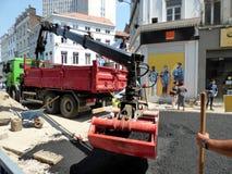 布鲁塞尔,比利时- 2018年7月10日:道路复原在Chausse d `伊克塞尔运作在伊克塞尔,布鲁塞尔 图库摄影
