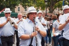 布鲁塞尔,比利时- 2014年9月06日:音乐队伍在布鲁塞尔的中心在比利时啤酒周末期间2014年 图库摄影