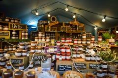 布鲁塞尔,比利时- 2016年12月05日-做的家大品种阻塞在圣诞节市场上 免版税图库摄影