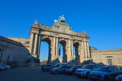 布鲁塞尔,比利时- 2016年12月05日-凯旋门在五十周年纪念公园Parc在布鲁塞尔,比利时 库存照片