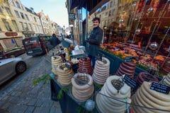 布鲁塞尔,比利时- 2016年12月05日-比利时boudin香肠在街道上卖了 库存图片