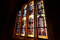 布鲁塞尔,比利时- 2016年12月05日-耶稣圣心库克尔贝尔赫的全国大教堂的内部 图库摄影