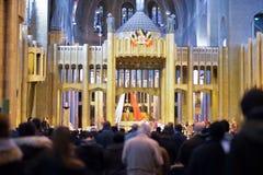 布鲁塞尔,比利时- 2016年12月05日-耶稣圣心库克尔贝尔赫的全国大教堂的内部 免版税库存图片