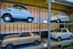 布鲁塞尔,比利时- 2016年12月05日- Autoworld博物馆,从开始显示汽车的历史老汽车收藏 图库摄影