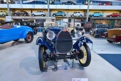 布鲁塞尔,比利时- 2016年12月05日- Autoworld博物馆,从开始显示汽车的历史老汽车收藏 库存图片